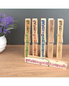 Pinzas de madera para sujetar partituras con diseño musical grabado en colores metalizados