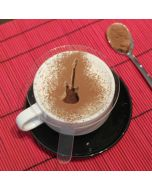 Un delicioso café decorado con chocolate mediante una plantilla con forma de guitarra eléctrica